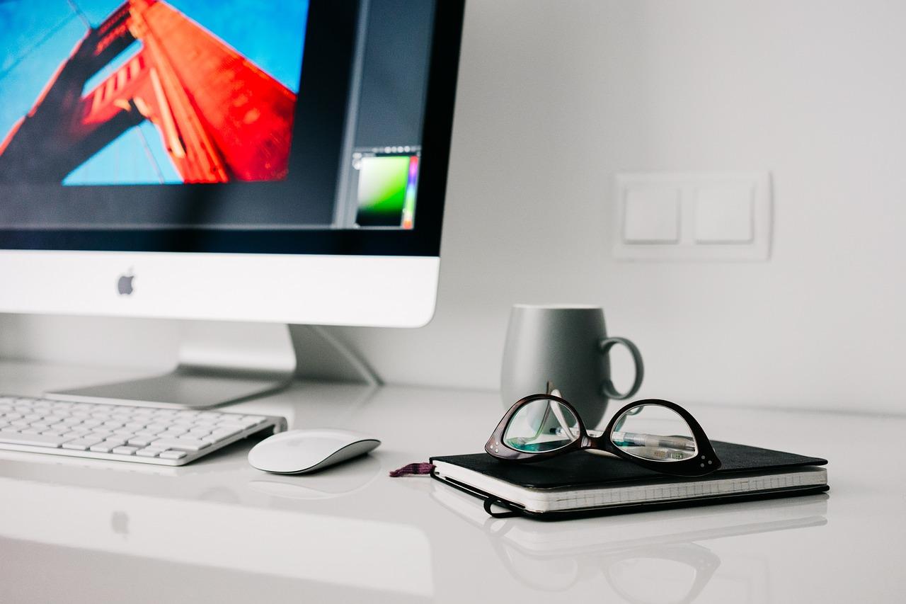 Sprzęt komputerowy dla firmy – lepiej kupić cze leasingować?